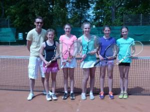 Sportlehrer Marco König, Lea Kaufmann, Hannah Fleing, Gina Herrmann, Pia Berger und Christin Weißmann.