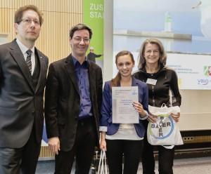 Dr. Stefan Klatt, Leiter der Bayer Pharma AG Bergkamen, Staatssekretär Ludwig Hecke, Teresa Wolf Seara, Biologielehrerin Hildegard Stegmaier